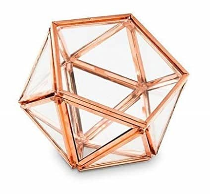Rose gold geometric succulent holders are PERFECT for a rose gold flat lay. Check out 33 dazzling rose gold props for flat lay photography!